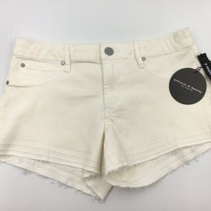 Articles Of Society Woman's Shorts White Size 27